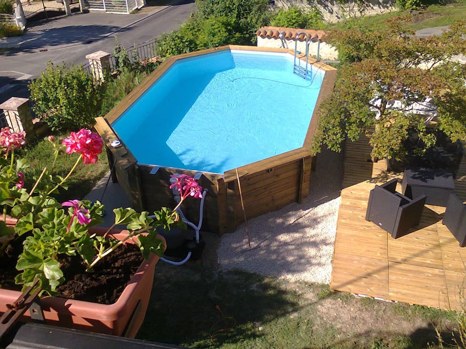 Manoir le cristal guesthouse for rent in beaumont for Piscine chauvigny