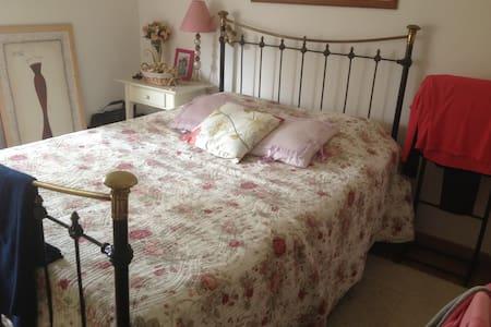 chambre dans villa quartier calme proche ville - Albi