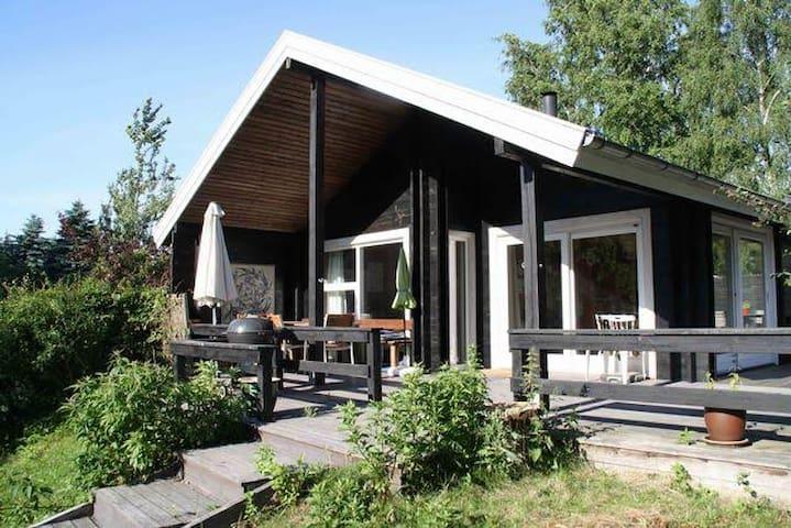 Sommerhus lige v skoven, 6 min. gåtur til strand.