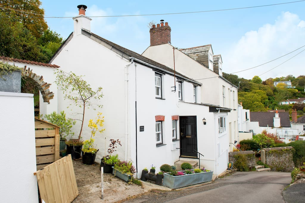 The cottage is on a public footpath which leads to Fowey