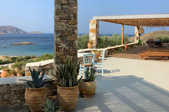 Magnifique Villa face à la baie de Delfini (SYROS)