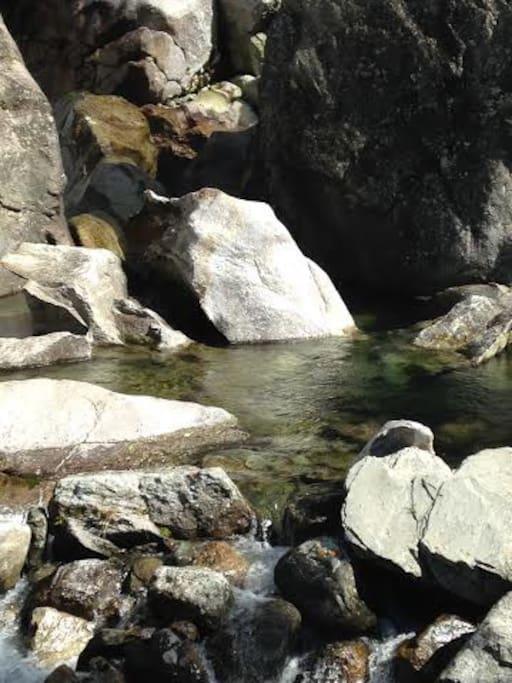 rivière sur le site accès direct du jardin