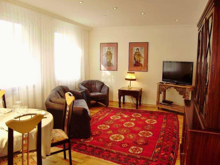 Wohnzimmer mit Sitzgarnitur