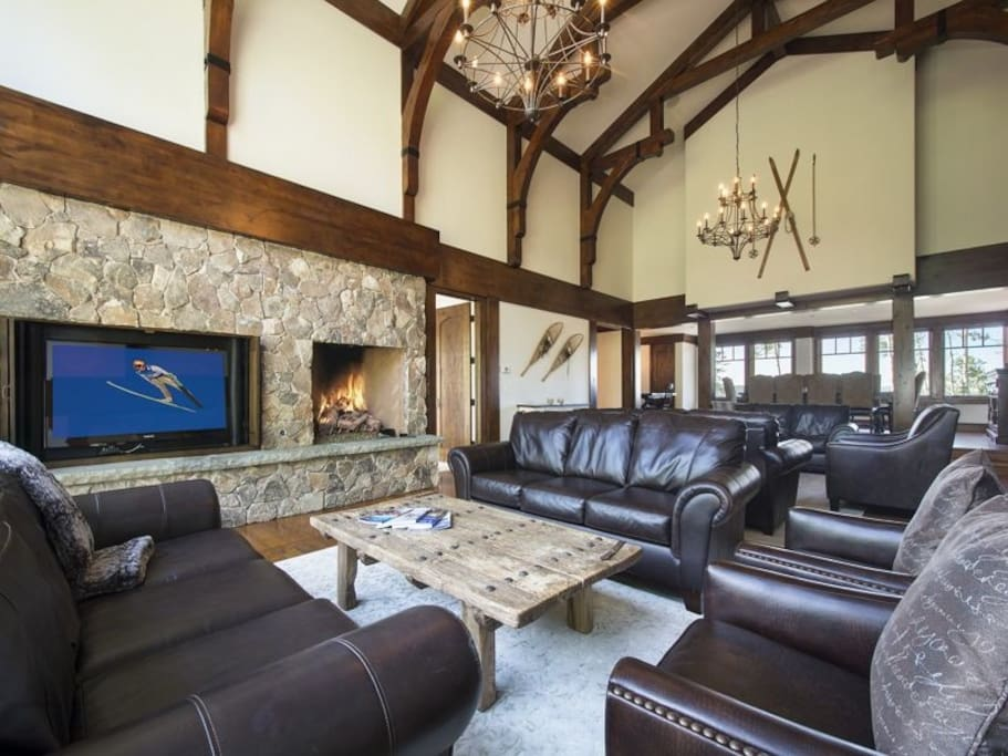 Great Room with Flat Screen TV and Gas Fireplace