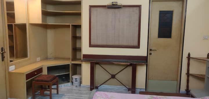 A posh studio apartment in Egmore area