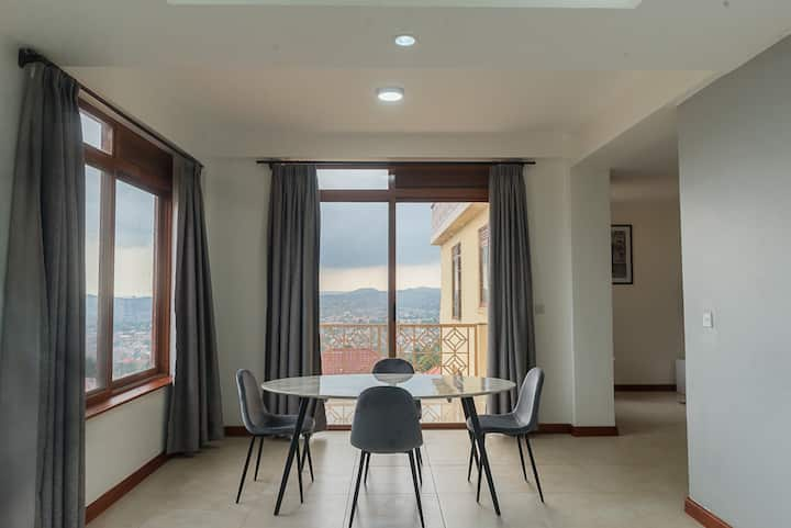 Stunning Two-bedroom apartment Lake Victoria views