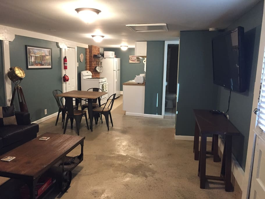 Spacious Two Bedroom Two Blocks From Magazine St Apartments For Rent In New Orleans