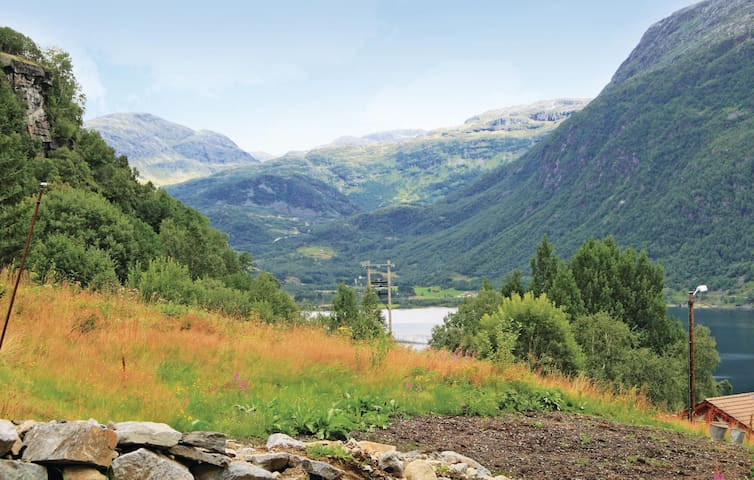 Holiday apartment with 3 bedrooms on 72 m² in Røldal