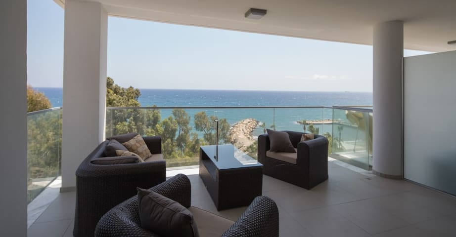 3b Delux Seafront - Amathus beach