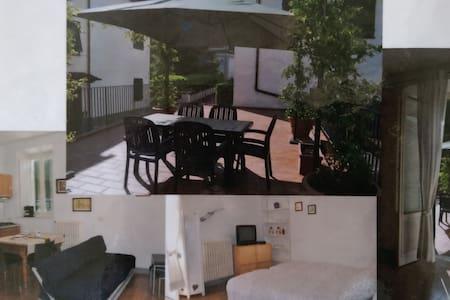 studio attrezzato, grande terrazza - Bagni di Lucca Capoluogo - Διαμέρισμα