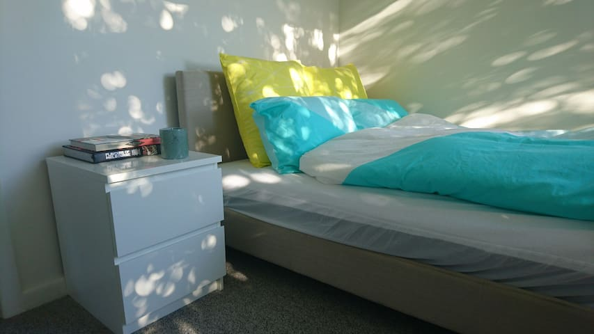 Privat room with ensuite in a great location - Elwood - Huoneisto