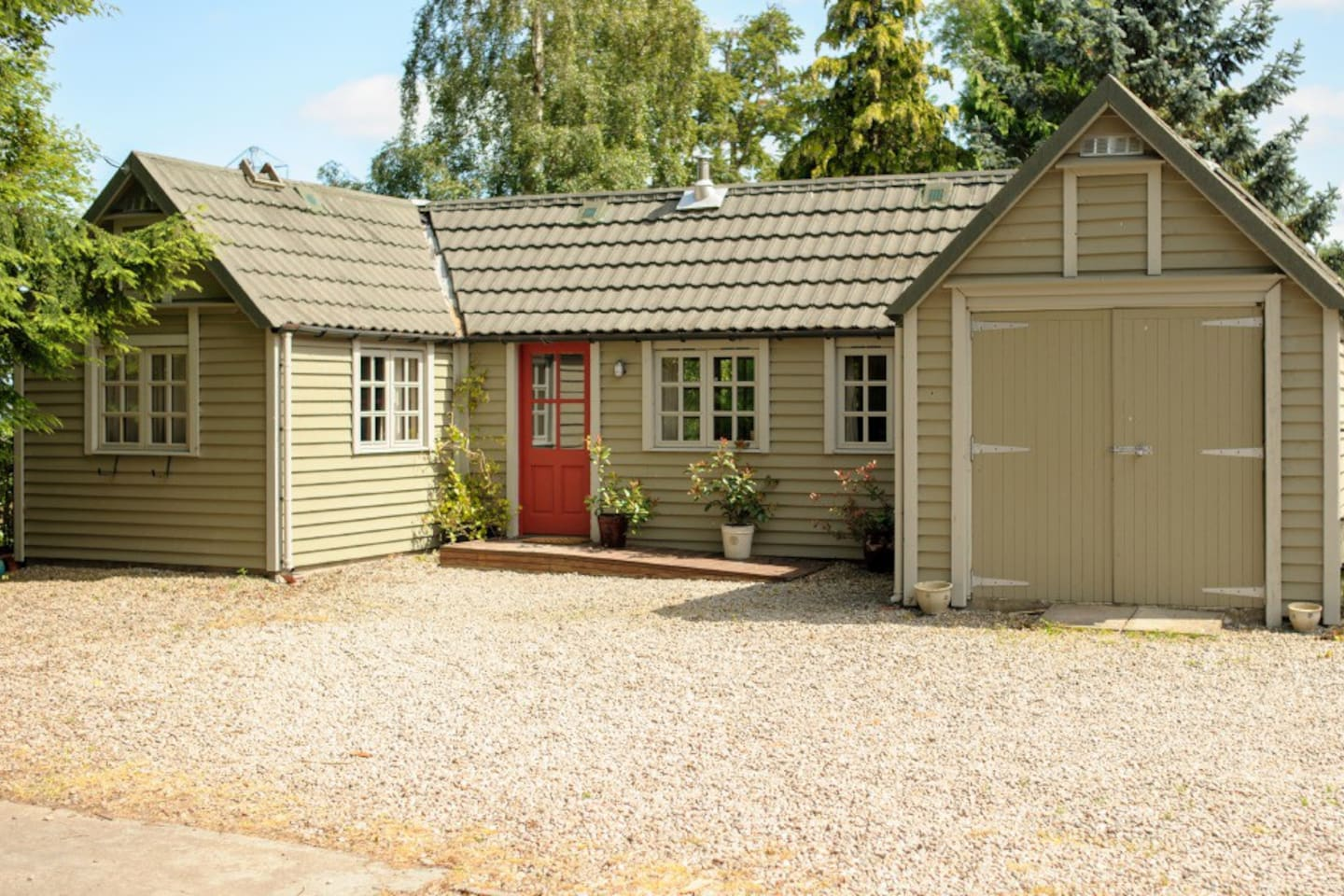 A lovely cottage set in a quite rural location in the Highlands, with distant views of the Beauly Firth & Mountains