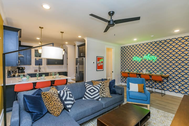 ★ EAST NASH HOT STOP ★ 9 beds! ★ Close to Downtown! ---DU27