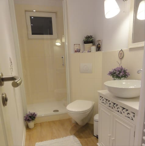 Dusche (gemeinsame Nutzung)