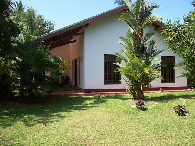 Schönes Haus in tropischer Umgebung - Beruwala - House