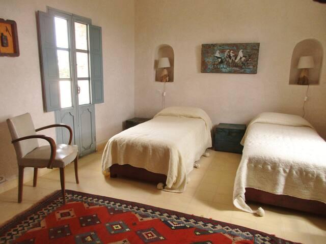 chambre 2 personnes au 1er étage donnant sur la terrasse