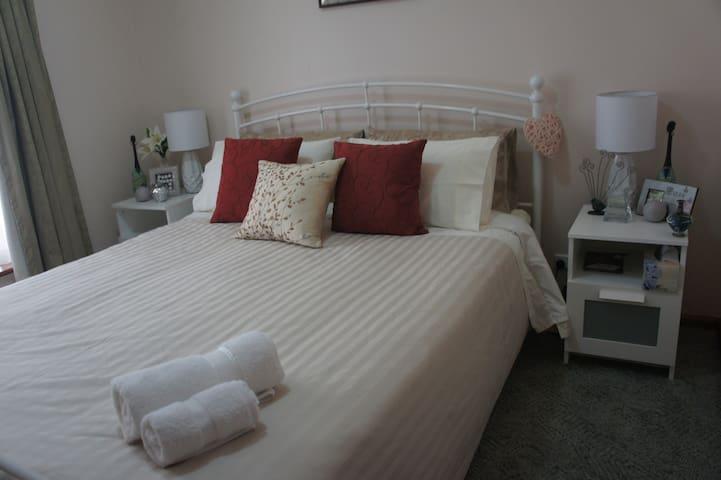 Queen size Guest Bedroom 1