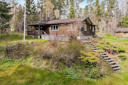 Idyllic cottage close to the lake - Norrtälje V