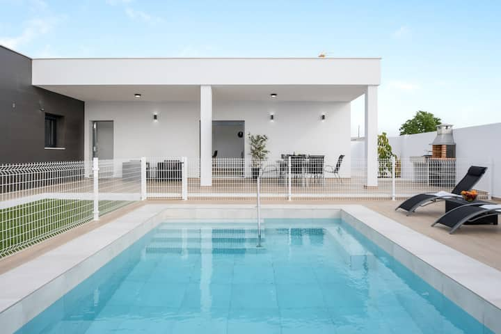 Beautiful Villa Sandra (just families) with Pool, Air Conditioning & Terraces; Parking Available, Pets Allowed