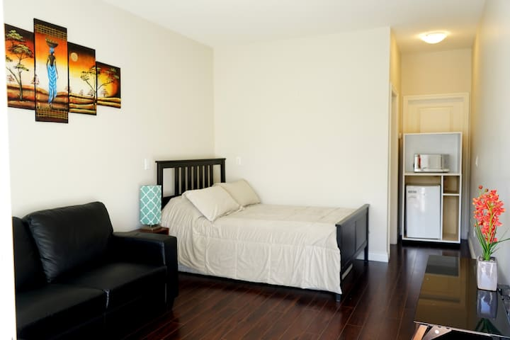 Private Studio w/ en-suite Bath, Private Entrance - New Westminster - Huis