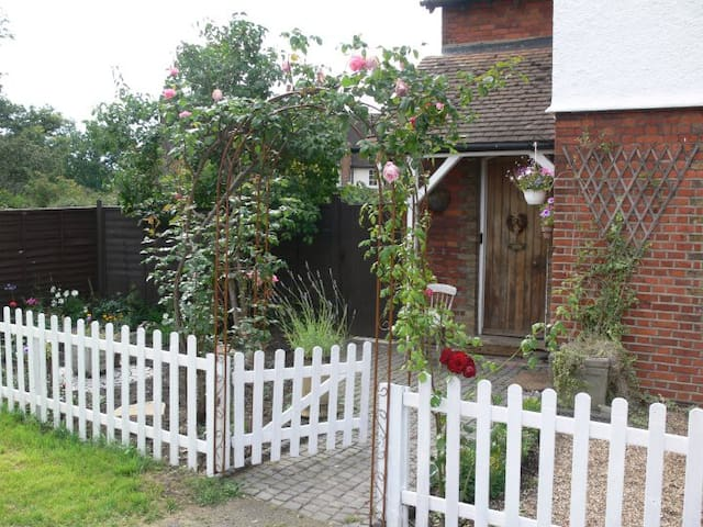 Beautiful Countryside Cottage