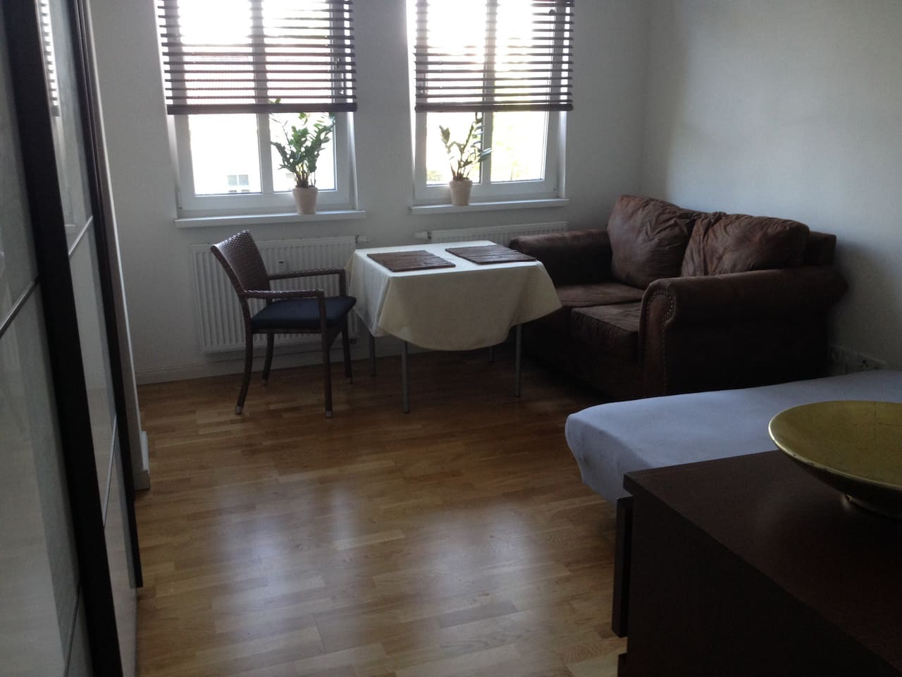 Friendly large and cosy room in great central hood