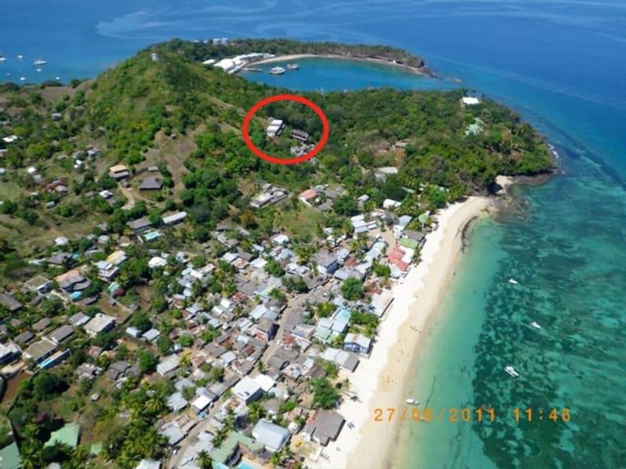 l'Eden est situé a 200 metres a pied de la plage dans le village balnéaire d'Ambatoloaka