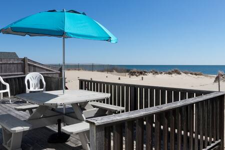 A Stunning Location w/ Private Beach - Hyannis - บ้าน