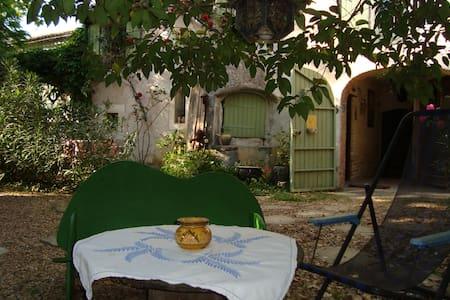 """Gîte """"Des fées et des Geste(s)"""" près d'Anduze - Anduze - Apartment"""