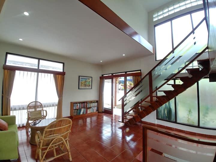 3 Bedrooms in Ciumbuleuit: Rumah Rancabulan