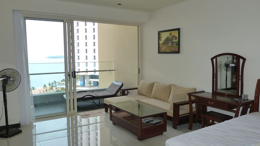 Sea view studio in 5*building The Costa  Nha Trang - นาตรัง
