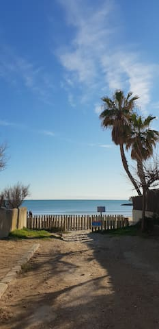 Studio cocoon à deux pas de la plage, clim & wifi