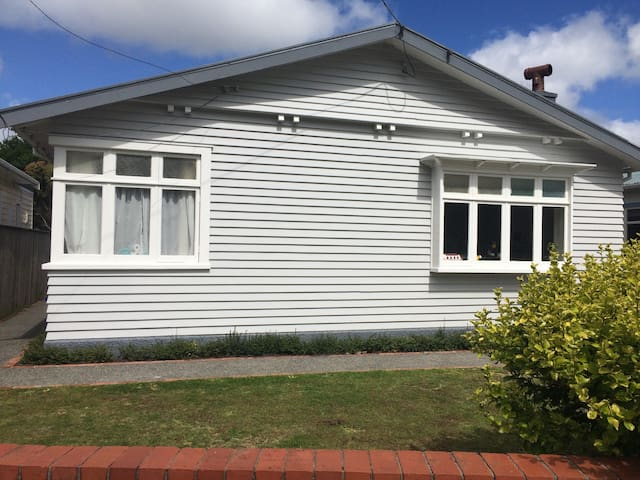 Renovated Petone Bungalow - Lower Hutt