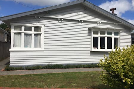 Renovated Petone Bungalow - Lower Hutt - Dom