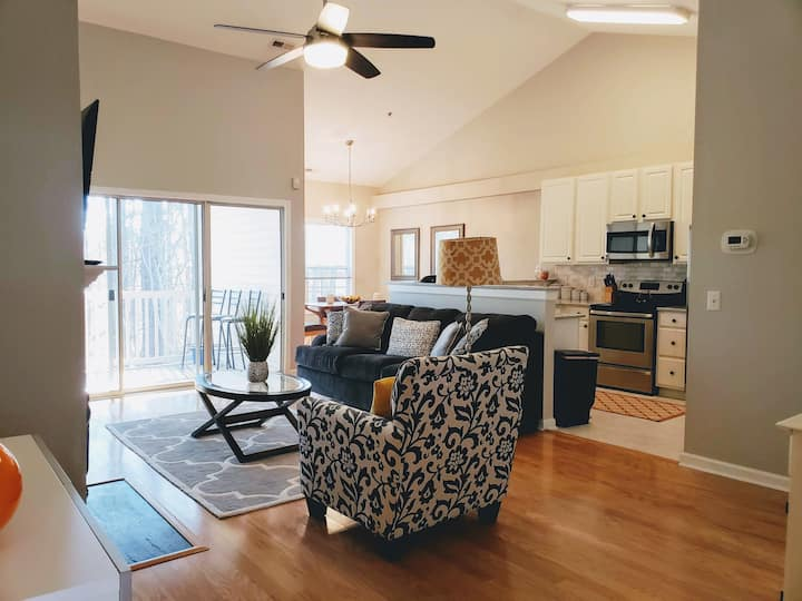 Cute, Convenient Cary Condo! (Long term only)