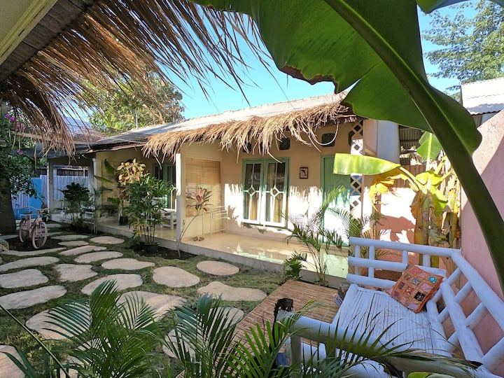 Casa Tropical Gili Trawangan, queen bed, aircon #2