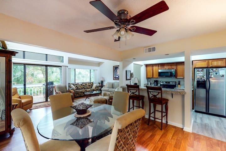 Charming, family-friendly condo w/ private deck - close to golf & the beach!