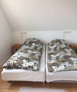 Fint dobbeltværelse med skrivebord