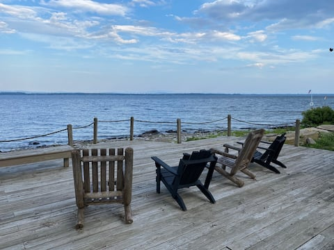 Entire New Lake House, private deck, large lawn