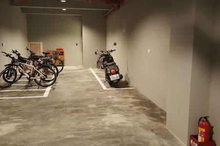 Garage 車庫裡 backpacker room - 香山區