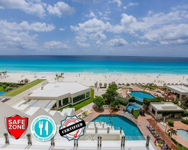 Beachfront Condo Suite in Hotel Complex