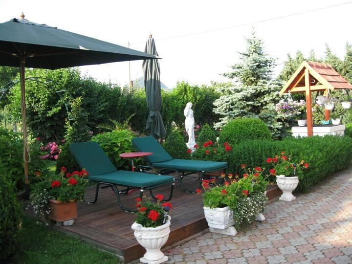 'Wonder garden' Holiday home near Lake Balaton
