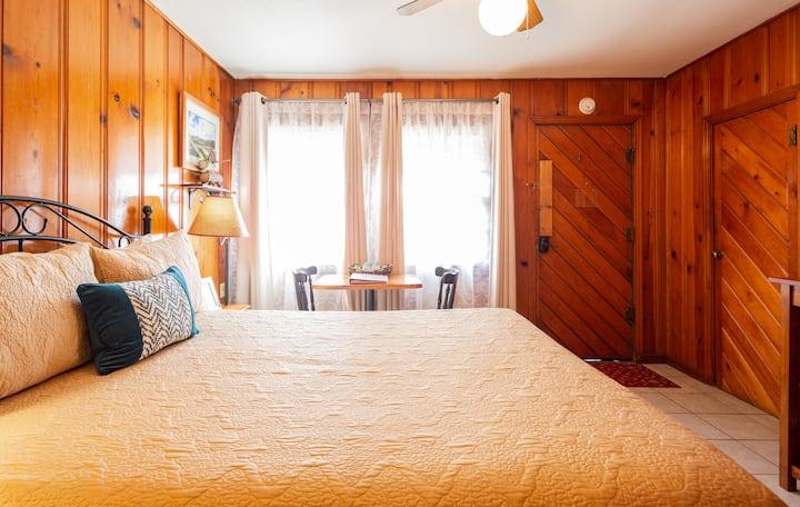 Romantic River Oak Cabin~ 3 Min to Sequoia N Park!