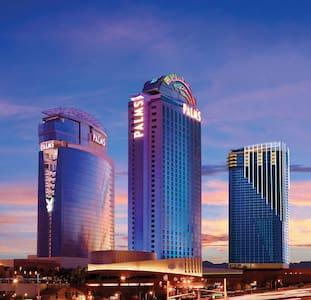 Expansive Strip Views on 32nd Floor, Open Balcony - Las Vegas - Condomínio