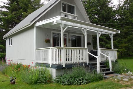 The Cottage Bed and Breakfast quiet and private - Denman Island - Bed & Breakfast