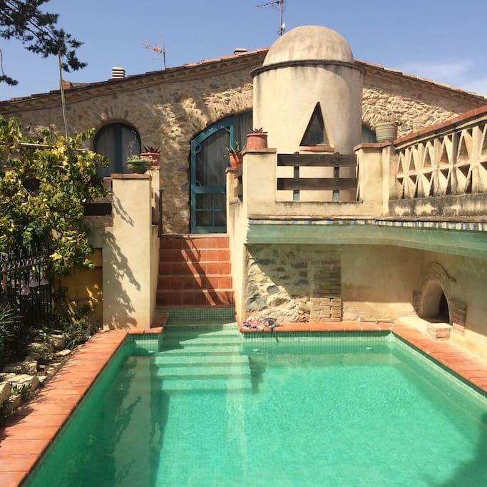 Soleado familiar con piscina apartamentos en alquiler for Piscina en catalan