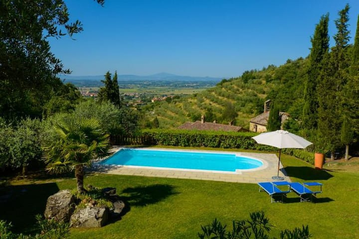 Lovely house with private garden and pool