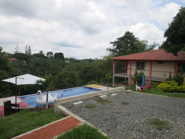 Finca Campestre close to everything - Pereira - Villa