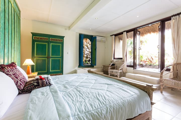 Poolside Room with Tv DVD and direct access to swimming pool