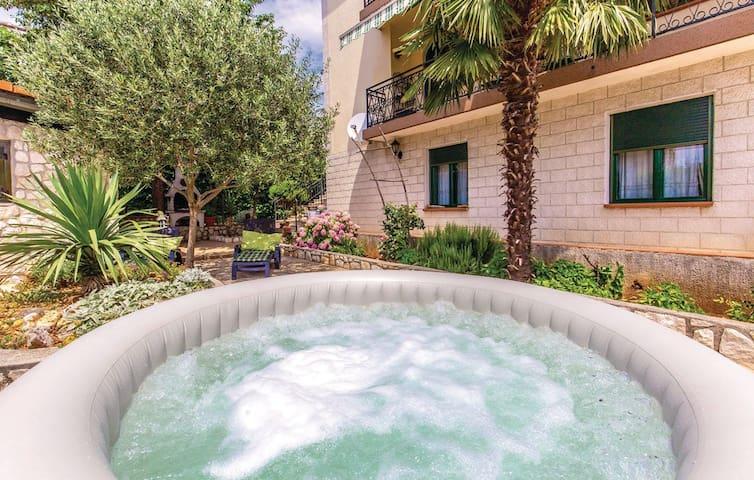 Sunny, family-friendly apartment with a yard - Rijeka - Apartment
